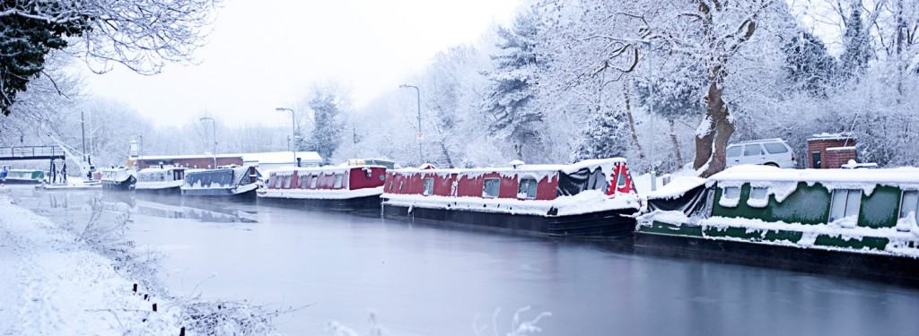 background-winter-canal
